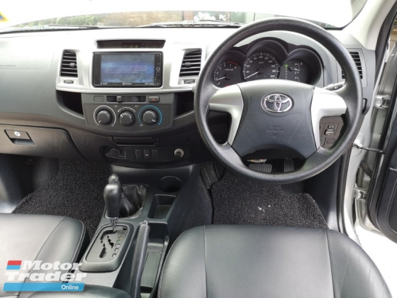 2015 TOYOTA HILUX Actual 2015 Toyota Hilux 2.5 VNT(A) IntercoolerTurboLeatherSeats