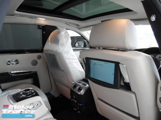2014 ROLLS-ROYCE GHOST 6.6 V12  LUXURY SEDAN