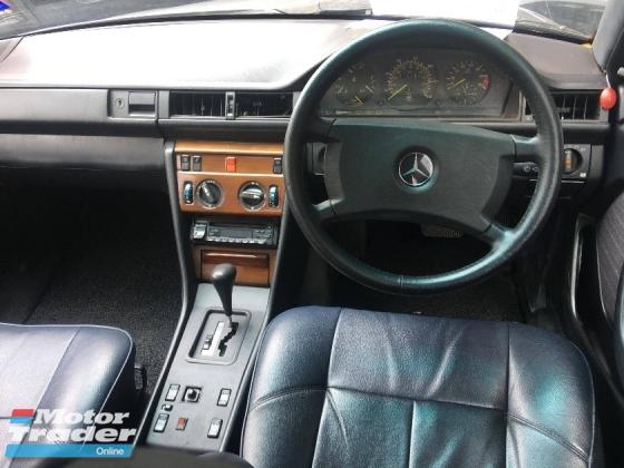 1995 MERCEDES-BENZ E-CLASS E230