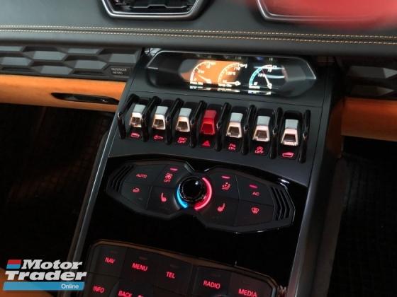 2015 LAMBORGHINI HURACAN LP610-4 Lifting System 5.2 V10 610hp Lamborghini Doppia Frizione (LDF) MPI IDS STRADA/SPORT/CORSA Selection Carbon Ceramic Brake Full LED System Bucket Seat Multi Function Paddle Shift Lamborghini Dynamic Steering (LDS) Unreg