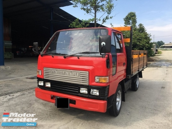 1996 DAIHATSU V57A 1 TON LORRY ( NEW KARGO BODY WITH NEW METAL PLATE WORTH RM5500 & ONE PREVIOUS OWNER )