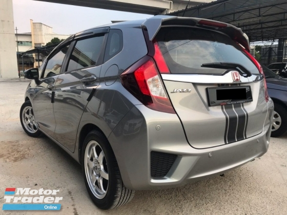 2016 HONDA JAZZ 1.5 V i-VTEC FULL SPEC - UNDER WARRANTY - FULL SERVICE - MILEAGE 29K KM - LIKE NEW - LEATHER SEAT - LCD SCREEN - REVERSE CAM - KEYLESS