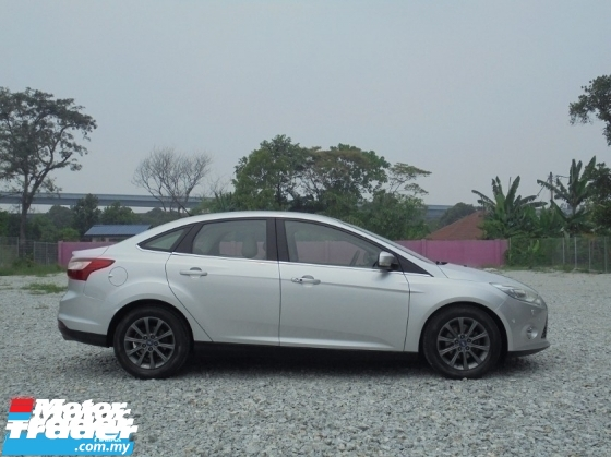 2012 FORD FOCUS  2.0 Titanium Plus Keyless Sunroof AutoPARK LikeNEW