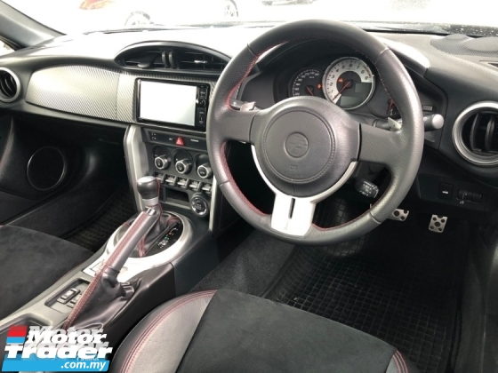 2015 TOYOTA 86 GT GT86 2.0 NA Boxer D-4S 200hp 6 Speed LSD VSC Sport Mode Smart Entry Push Start Button Paddle Shift Steering HVAC Bucket Seat Intensity Discharged LED Zone Climate Control Twin Exhaust Reverse Camera Unreg
