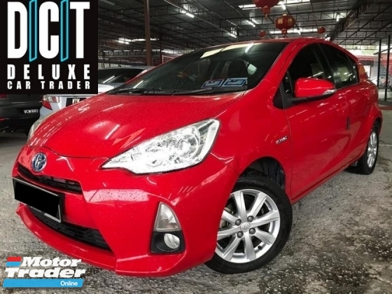 2015 TOYOTA PRIUS C 1.5 HYBRID FULL SERVICE ONE LADY OWNER LOW MILEAGE LIKE NEW CAR