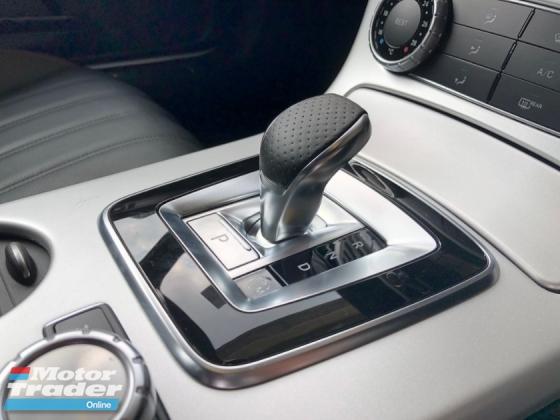 2015 MERCEDES-BENZ SLK SLK200 AMG New Engine 2.0 Turbocharged 9G-Tronic Chrono-Sport Panoramic Roof Bucket Seat Multi Function Paddle Shift Steering Daytime LED Zone Climate Auto Cruise Control Bluetooth® Connectivity Unreg