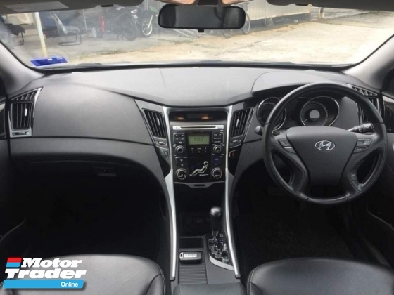 2013 HYUNDAI SONATA 2.0L PREMIUM PANORAMIC SUNROOF LOW MILEAGE ONE OWNER TIPTOP CONDITION