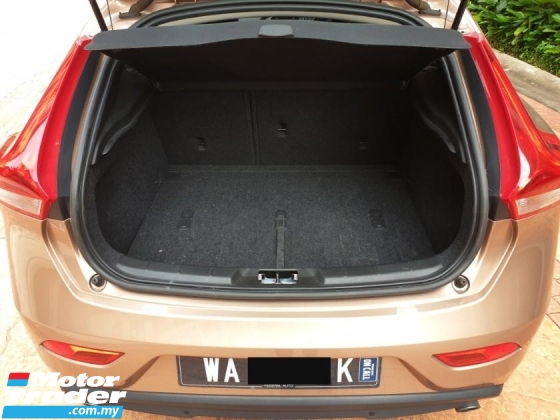 2014 VOLVO V40 2.0 T5 Hatchback