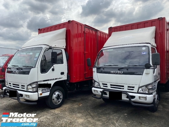 2015 ISUZU NPR66UPH CORRUGATED TAIL LIFT