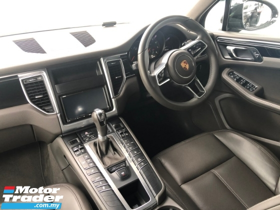 2014 PORSCHE MACAN 2.0 Turbo PDK AWD Adaptive Intelligent Full-LED Lights PASM Active Damping System Multi Function Paddle Shift Bucket Seat Sport/Off Road Selection Automatic Power Boot 3 Zone Climate Control Reverse Camera Unreg