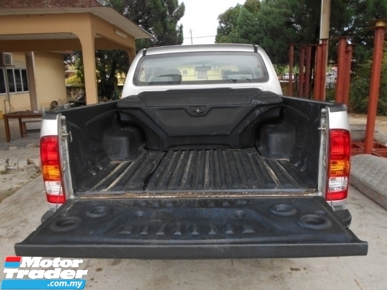 2011 TOYOTA HILUX DOUBLE CAB 2.5G (AT) GOOD CONDITION LOW MLEAGE LIKE NEW ACCIDENT FREE AND 1 CAREFUL OWNER