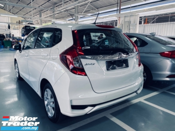 "2020 HONDA JAZZ 1.5 I-Vtec S,E,V Engine 7-Speed CVT Transmission Push start Button Smart Key Entry 120Hp Vehicle Stability Assit Cruise Control Paddle Shift 16"" Sport Rim Eco Drive Button 6 Air Bags"
