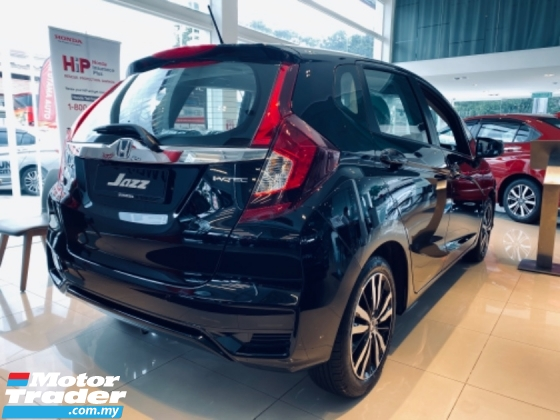"2020 HONDA JAZZ 2020 HONDA BEST OFFER  JAZZ 1.5 I-Vtec S,E,V Engine 7-Speed CVT Transmission Push start Button Smart Key Entry 120Hp Vehicle Stability Assit Cruise Control Paddle Shift 16"" Sport Rim Eco Drive Button 6 Air Bags"