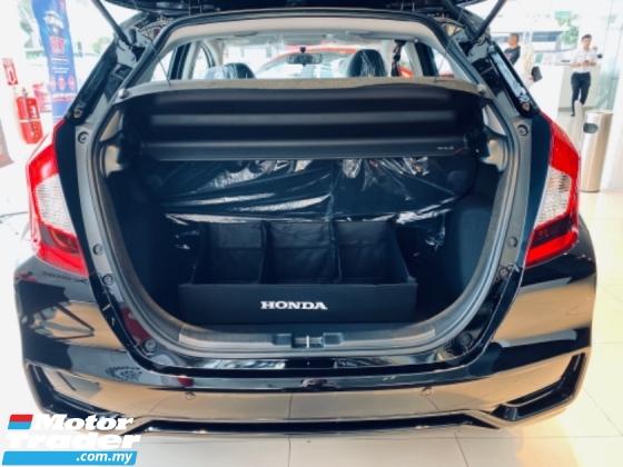 "2020 HONDA JAZZ 2020 HONDA BEST OFFER 1.5 I-Vtec S,E,V Engine 7-Speed CVT Transmission Push start Button Smart Key Entry 120Hp Vehicle Stability Assit Cruise Control Paddle Shift 16"" Sport Rim Eco Drive Button 6 Air Bags"