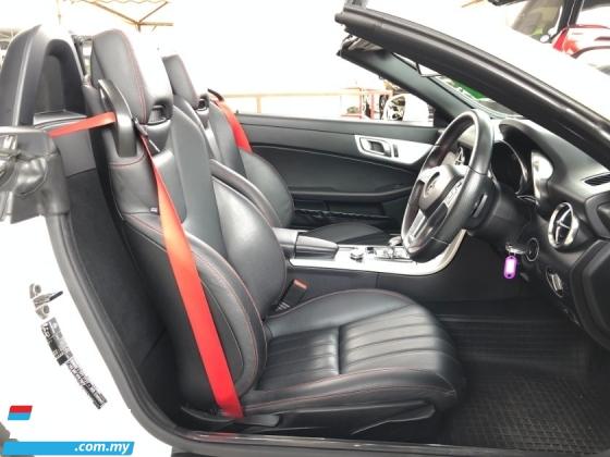 2015 MERCEDES-BENZ SLK SLK200 AMG 2.0 Turbo 9G-Tronic Panoramic Roof Bucket Seat Multi Function Paddle Shift Steering Daytime LED Zone Climate Auto Cruise Control Bluetooth® Connectivity Unreg