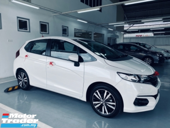 2020 HONDA JAZZ 2020 HONDA JAZZ Best Offer Jazz 1.5 S E V i-Vtec Engine 7-Speed CVT Transmission Push start Button Smart Key Entry Vehicle Stability Assist Hill Start Assist Cruise Control Paddle Shift Dual 6-Airbags 9 Cup Holders Multi-Angle Reverse Camera Hands-Free Te