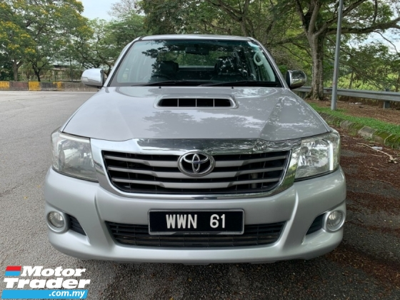 2013 TOYOTA HILUX 2.5 G Pickup Truck (A) 4wd Trunk Tonneau Cover D-Cab TipTop Condition View to Confirm