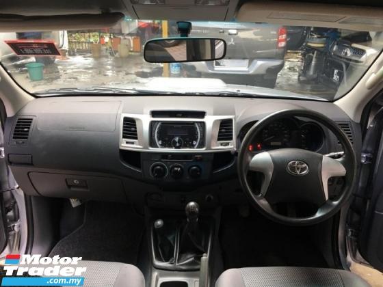 2013 TOYOTA HILUX DOUBLE CAB 2.5G (MT)