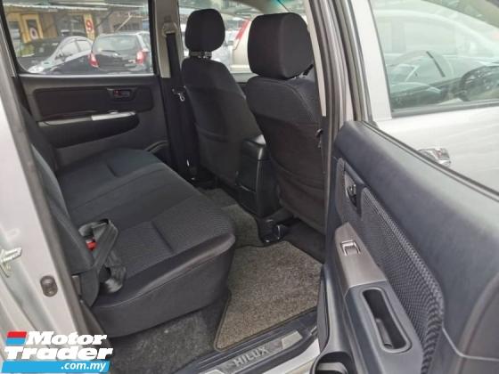 2014 TOYOTA HILUX DOUBLE CAB 2.5G (MT)