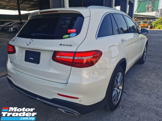 2016 MERCEDES-BENZ GLC 250 AMG 4 MATIC - PCS - HUD - Low MIleage - Unregister