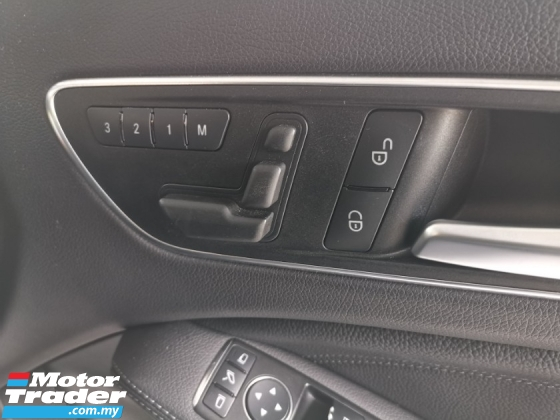 2015 MERCEDES-BENZ GLA Mercedez GLA 180 with electric memory leather seat