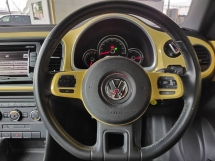 2013 VOLKSWAGEN BEETLE LOW MILEAGE WITH FULL SERVICE RECORD ***LIKE NEW *