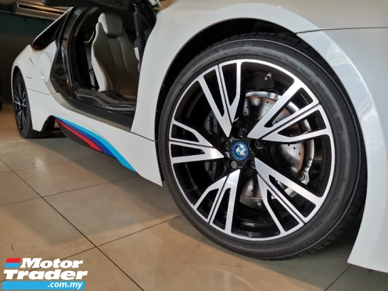 2016 BMW I8 2016 BMW i8 1.5L Plug In Hybrid* Excellent Condition* Just Buy & Use, No Repair Needed* Price NEGO