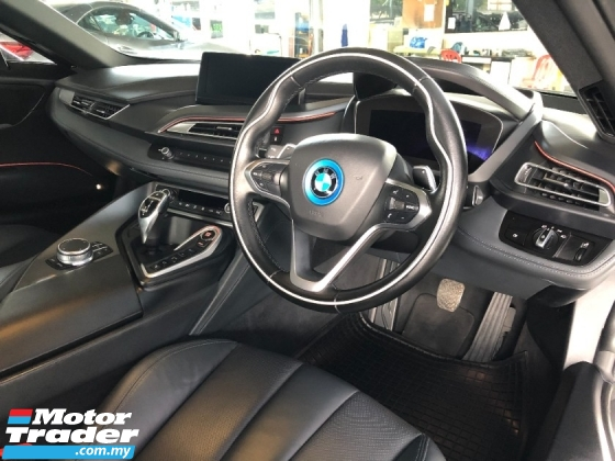 2017 BMW I8 1.5. Turbo 357hp 0-100kmh 4.4 seconds Carbon-Fiber Chassis Head Up Display 360 Camera Harmon Kardon
