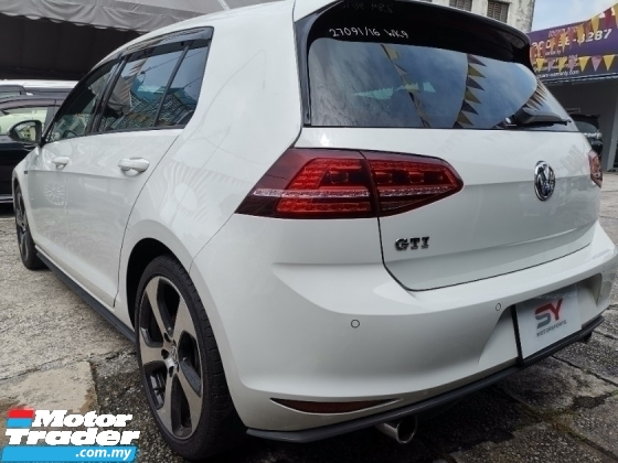 2016 VOLKSWAGEN GOLF Volkswagon Golf Gti Performance with DCC package
