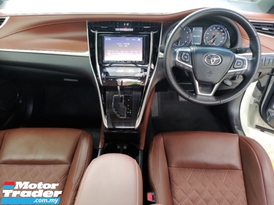 2018 TOYOTA HARRIER 2.0 PANAROMIC ROOF LANE ASSISY SENSOR PRE CRASH SYSTEM PRICE INCLUSIVE SST